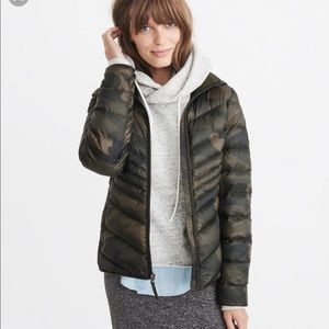 Abercrombie down Packable puffer jacket. New ..L